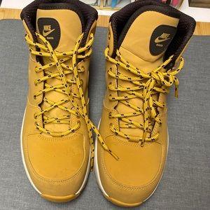 Nike Manoa '17 Boots - Boys size 7